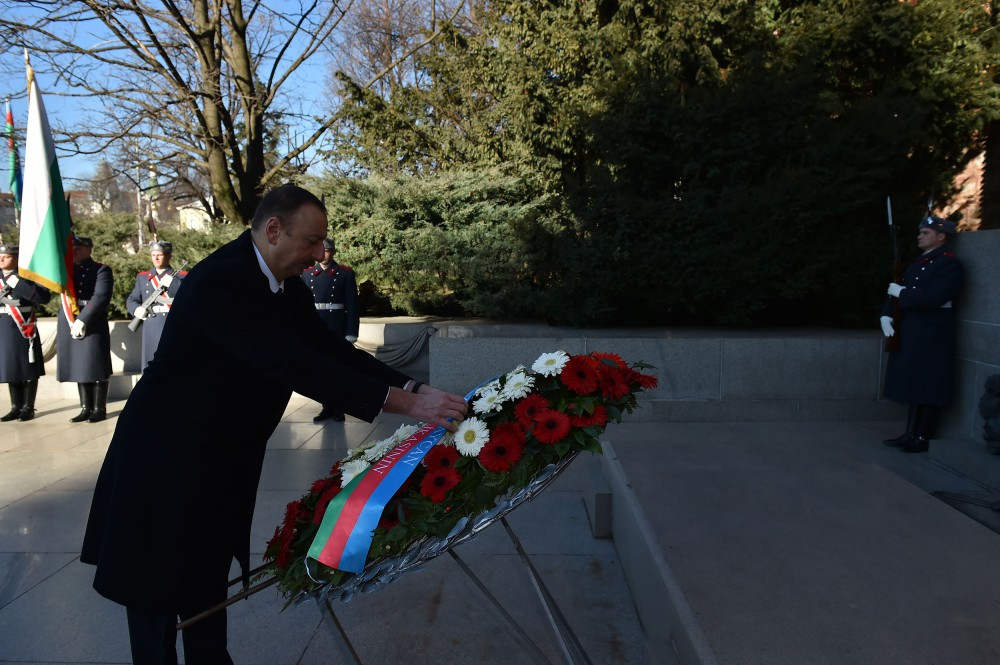 President Ilham Aliyev visited the tomb of the Unknown Soldier in Sofia VIDEO