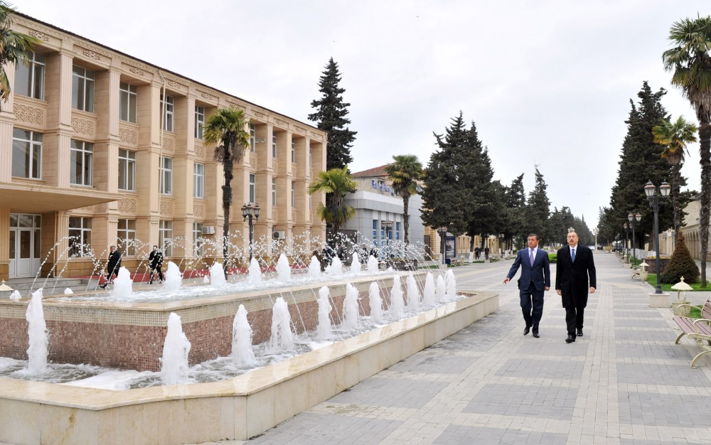 President Ilham Aliyev visited a statue of national leader Heydar Aliyev in Astara VIDEO