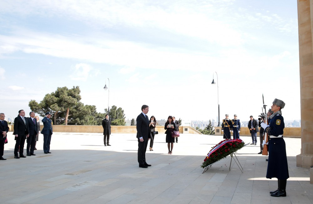 Serbian Premier pays respect to Azerbaijani heroes