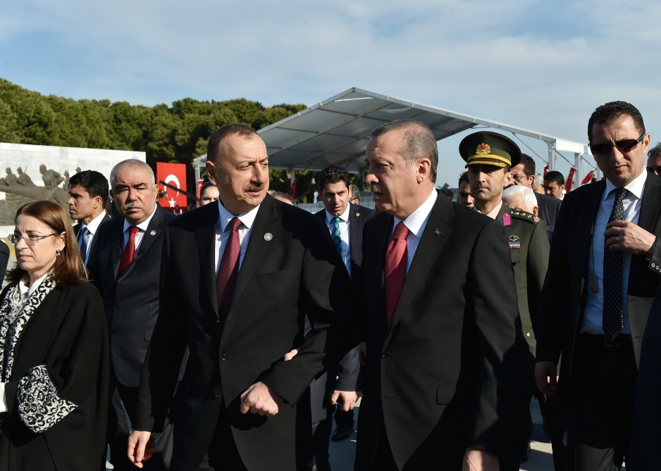 President Ilham Aliyev is attending a ceremony marking the Centennial of Canakkale Victory VIDEO