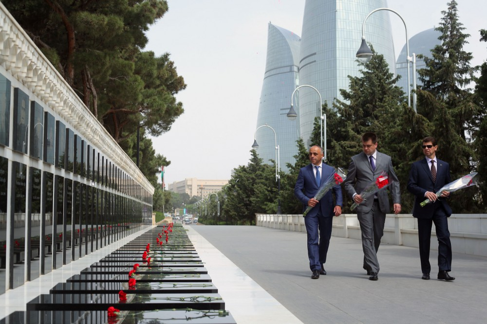 Head of Ukraine's Sumy Oblast State Administration pays respect to national leader Heydar Aliyev and Azerbaijani martyrs