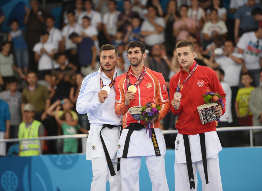 President Ilham Aliyev presented the gold medal to champion of the First European Games Firdovsi Farzaliyev VIDEO