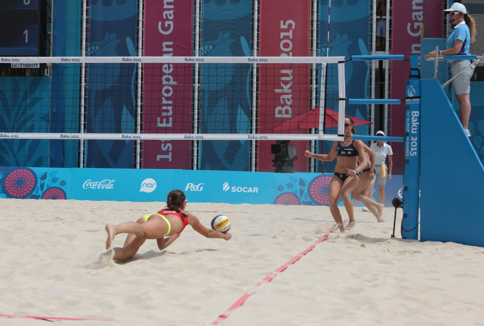 Comfortable start for hosts, while Dutch comeback sets up crucial Swiss clash at Beach Volleyball competition