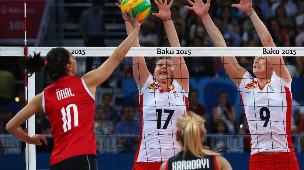 Turkey edge closer to last eight as Russia claim first win