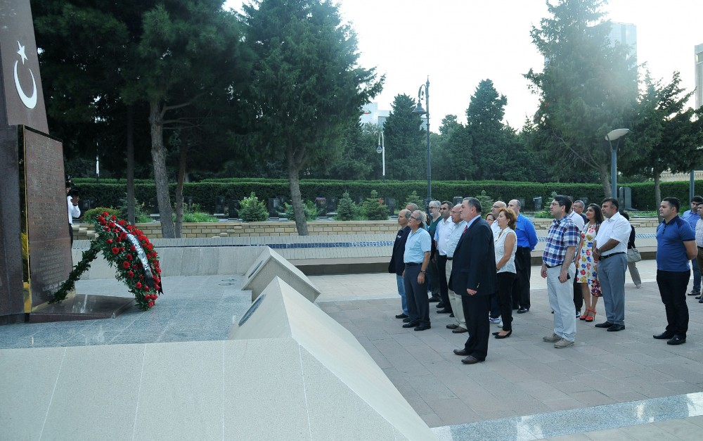 Turkish oncologists pay respect to national leader Heydar Aliyev and Azerbaijani heroes