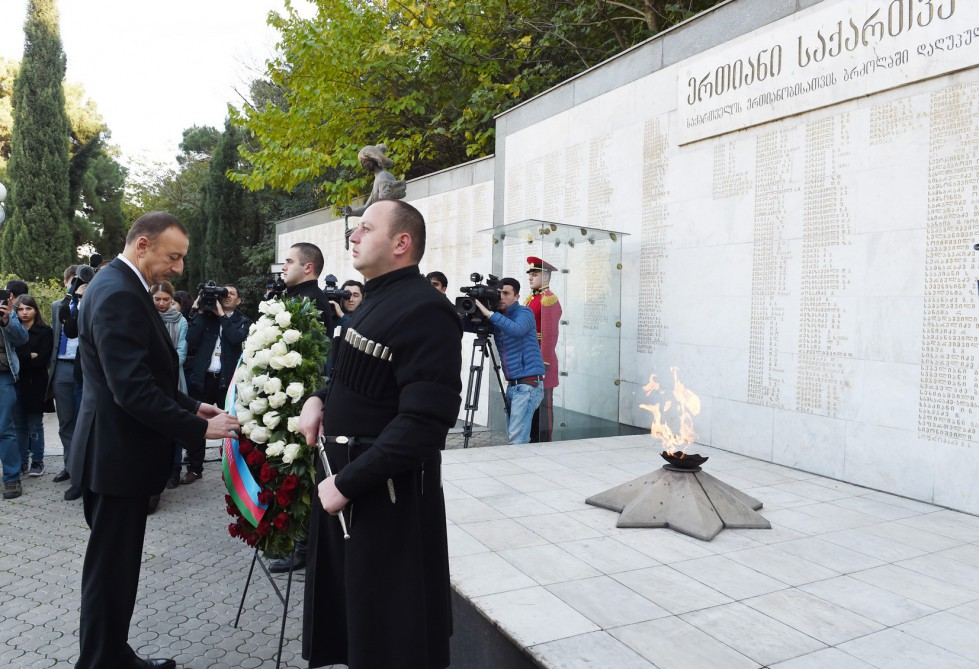 President Ilham Aliyev visited the Heroes Memorial in Tbilisi VIDEO