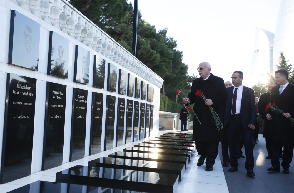 Turkish Parliament Speaker pays respect to national leader Heydar Aliyev and Azerbaijani heroes