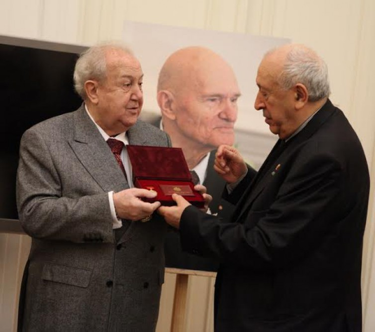 Azerbaijani sculptor becomes honorary member of Russian Academy of Arts