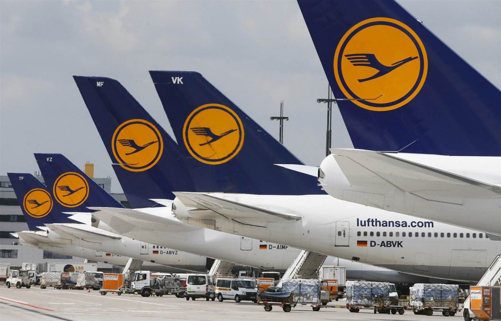 Lufthansa resumes dividend payments as profits take off in 2015