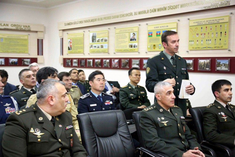 Briefing held for defence attaches of foreign countries in Baku