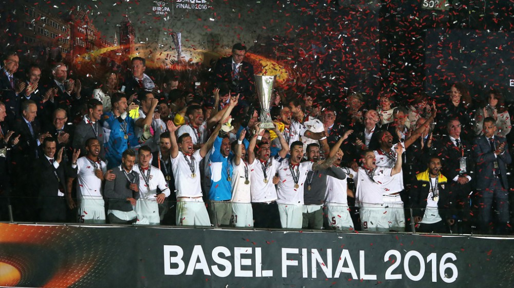 Sevilla claim third straight Europa League crown