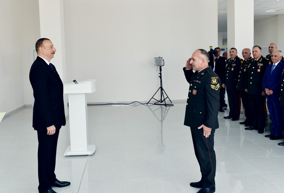 President Ilham Aliyev viewed residential building for servicemen VIDEO