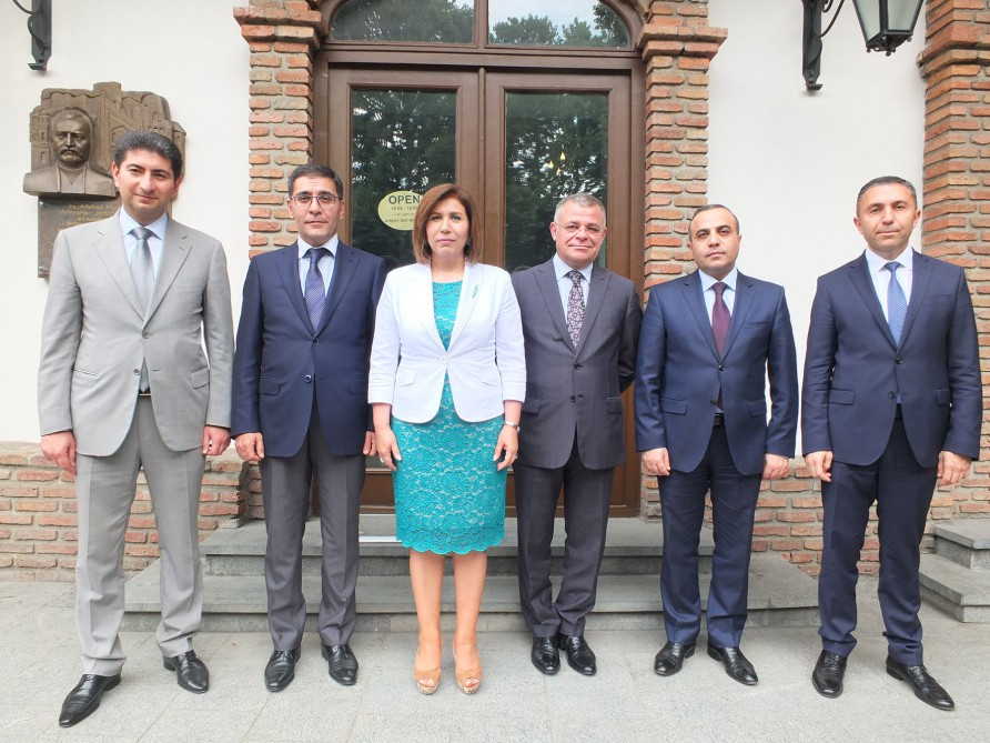 Azerbaijani MPs visit monument to national leader Heydar Aliyev in Tbilisi
