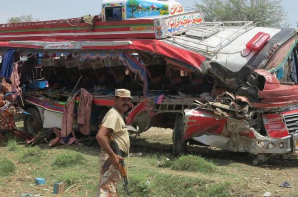 At Least 12 People Die in Road Accident in Southern Pakistan