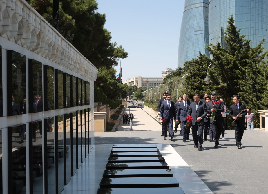Participants of Azerbaijan-Korea Cooperation Forum pay respect to national leader Heydar Aliyev and Azerbaijani martyrs