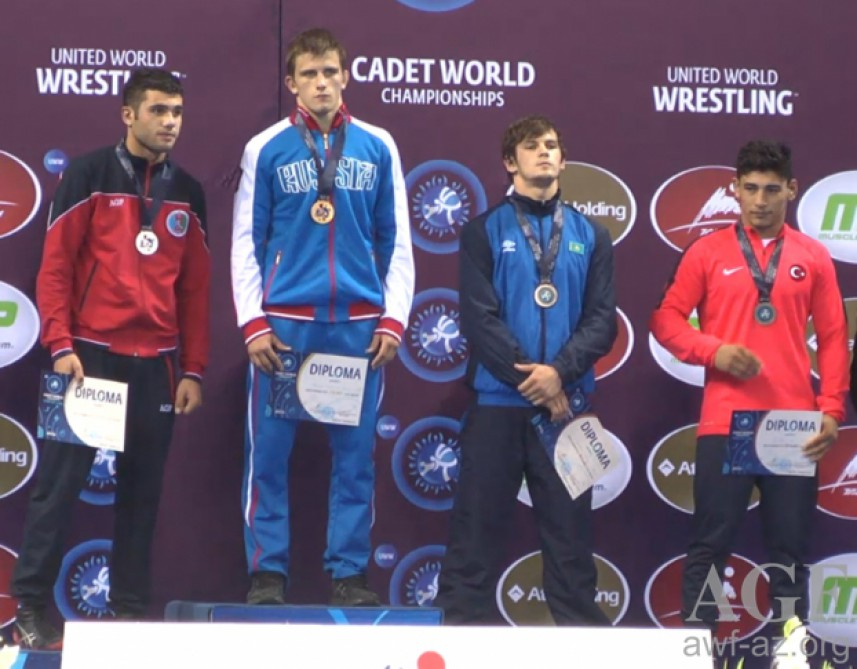 Junior Azerbaijani wrestler crowned world champion