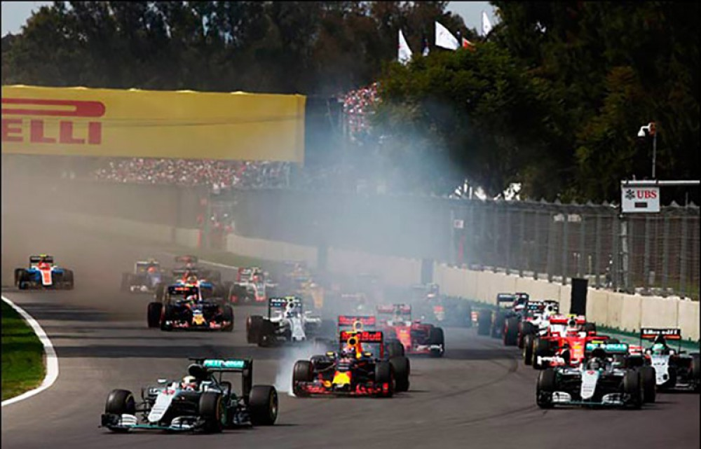 Hamilton wins in Mexico as Vettel takes last-gasp podium