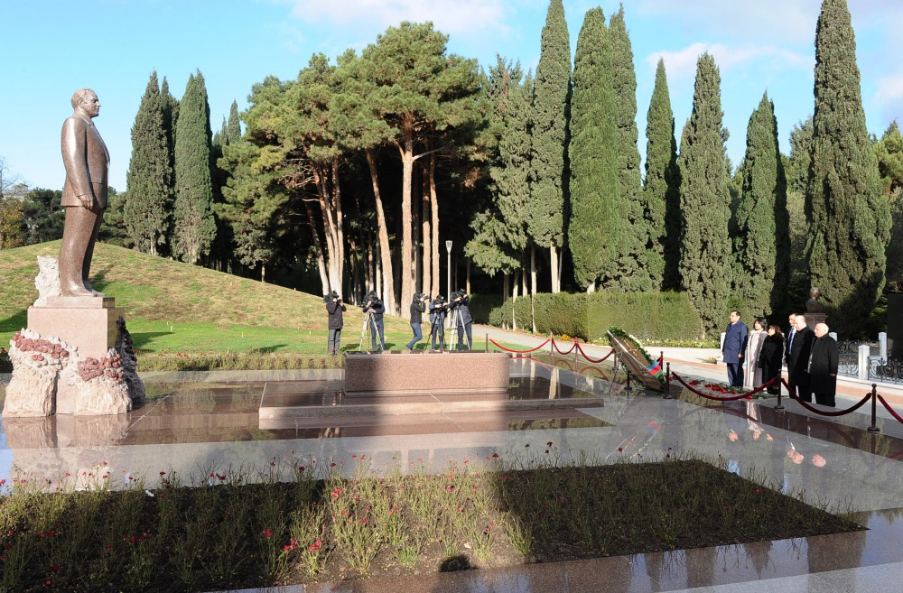 TURKPA delegation pays respect to national leader Heydar Aliyev and Azerbaijani martyrs