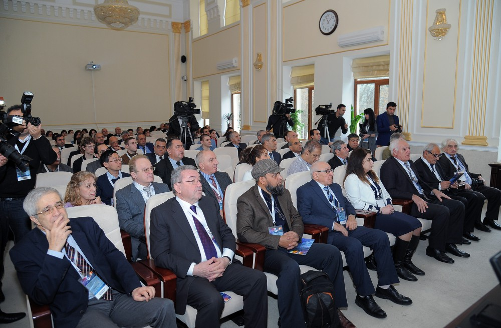 World's top physicists gather in Baku