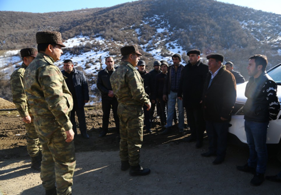 Azerbaijani Defense Minister visits military units on frontline