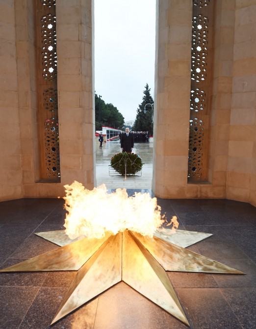 President Ilham Aliyev paid tribute to 20 January martyrs VIDEO