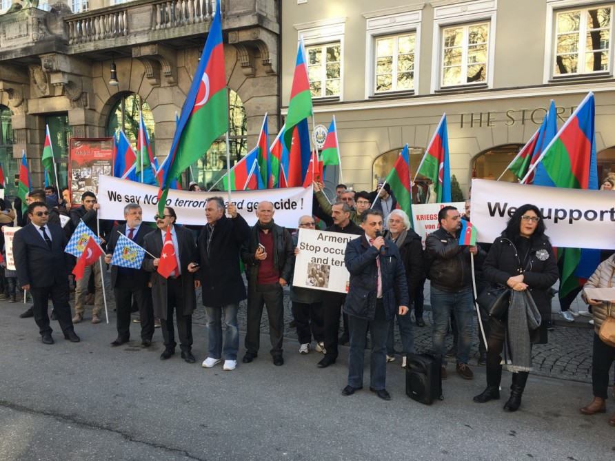 Azerbaijanis hold protest rally on 25th anniversary of Khojaly genocide in Munich VIDEO