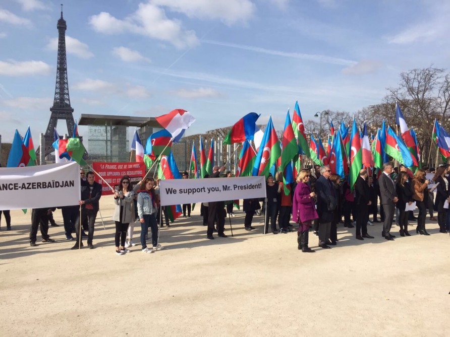 Rally in support of President Ilham Aliyev staged in Paris VIDEO