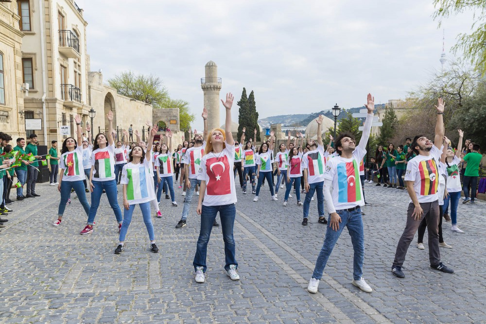 Baku 2017 welcomes participant countries of the games with a flashmob