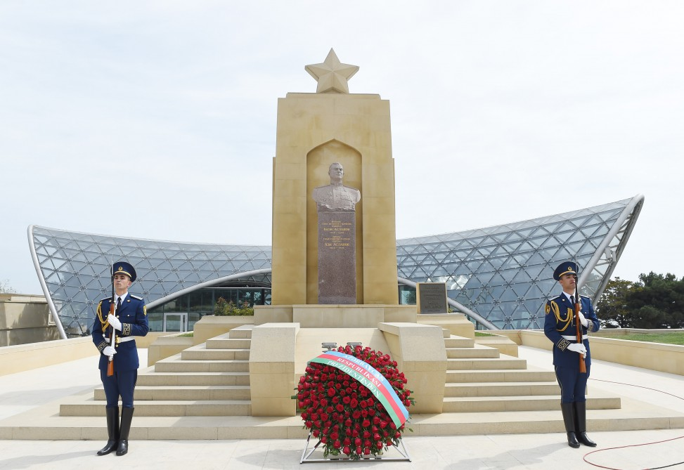 President Ilham Aliyev attended ceremony to mark May 9 - Victory Day in Baku VIDEO