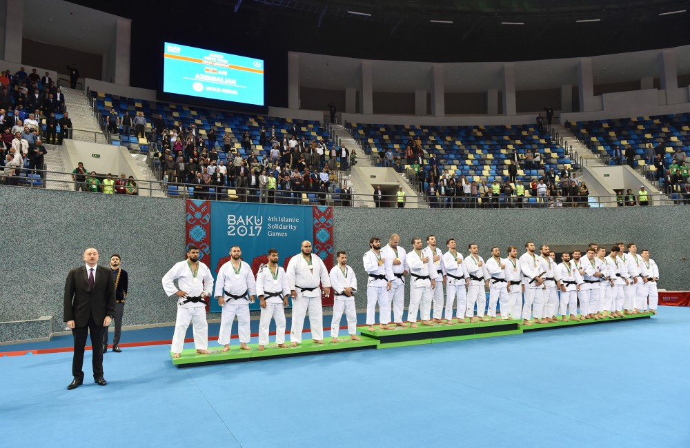 Azerbaijani judo fighters claimed gold in men`s team event, while female fighters won silver at Baku 2017  President Ilham Aliyev presented medals to Azerbaijani athletes VIDEO