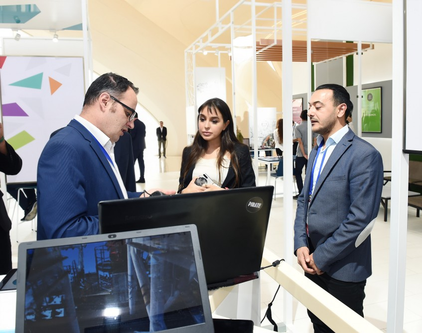 Heydar Aliyev Center hosts exhibition on innovative products and services and successful start-up applications