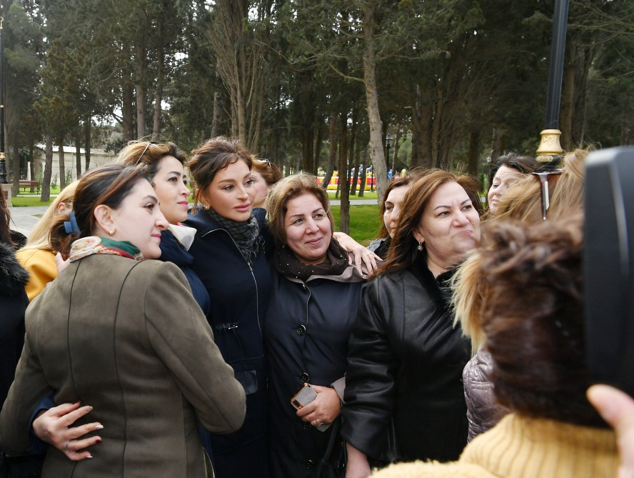 President Ilham Aliyev viewed conditions created at newly- reconstructed Neftchilar park in Garachukhur settlement VIDEO