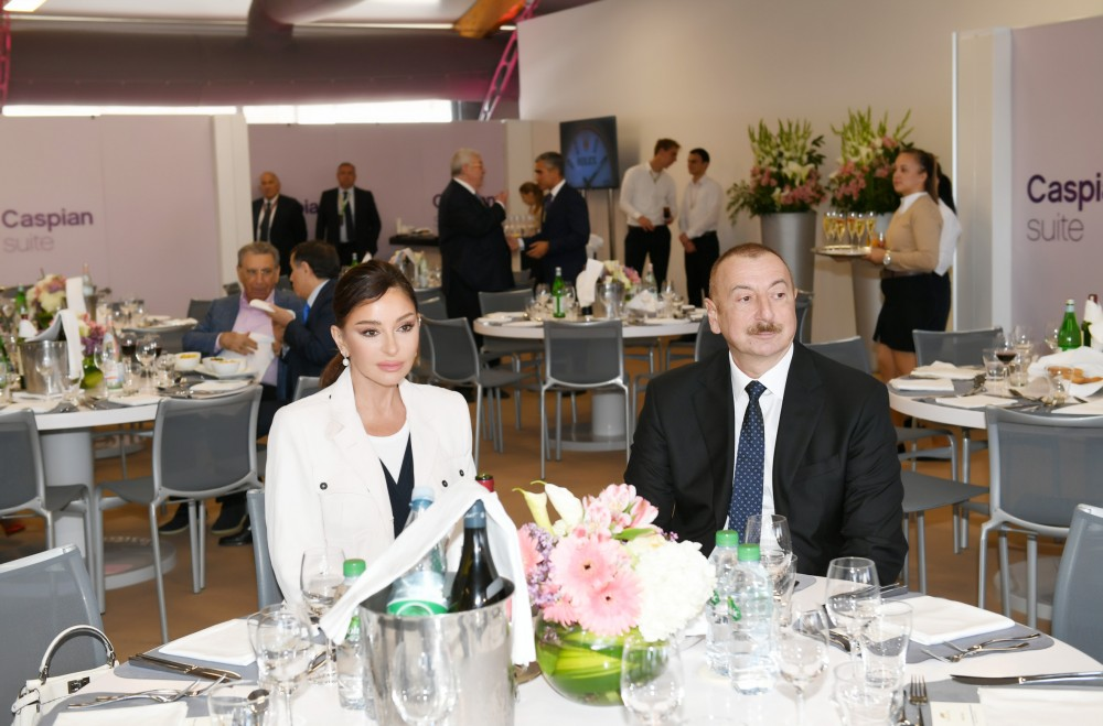 F1 SOCAR Azerbaijan Grand Prix ended in Baku President Ilham Aliyev and first lady Mehriban Aliyeva watched race VIDEO