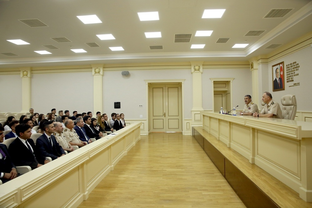 Azerbaijan Defense Minister meets with the participants of Young Leaders Program