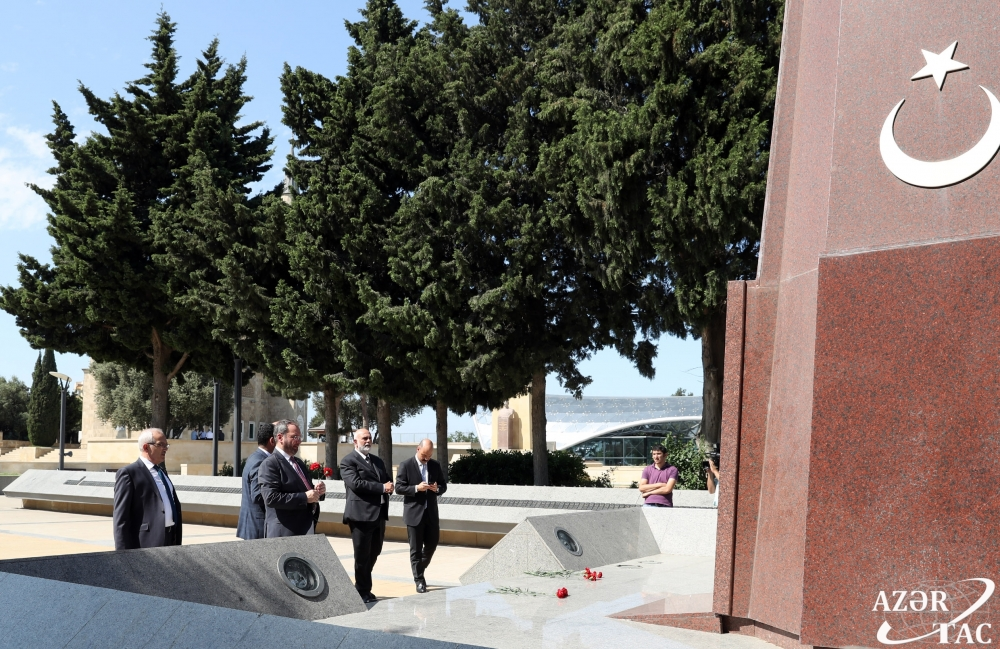 Vice-speaker of Grand National Assembly of Turkey pays respect to national leader Heydar Aliyev and Azerbaijani martyrs