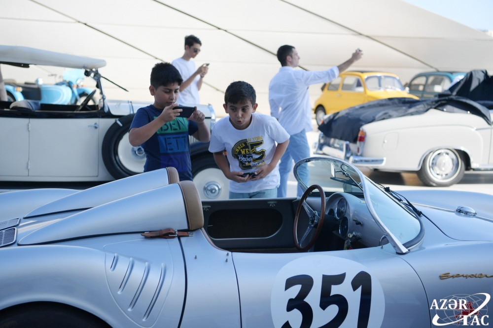 Azerbaijan Automobile Federation holds parade and exhibition of classic cars
